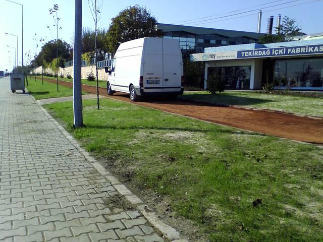 Mey, içki fabrikası Tekirdağ, yaya yoluna park, ford transit
