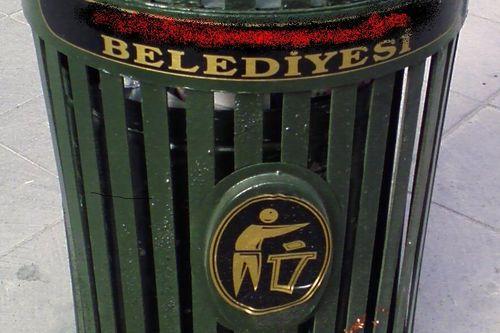 Belediyenin bir çöp olduğunu ima etmiyor ya. :)