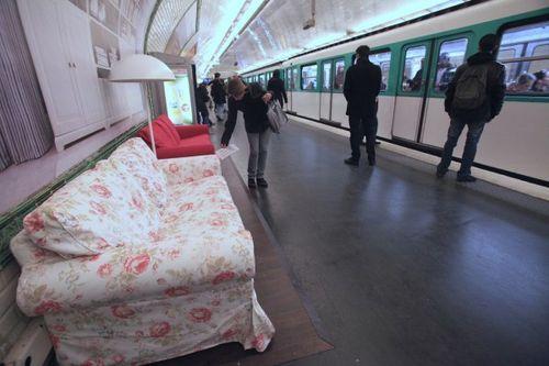 Paris metrosunda IKEA 6
