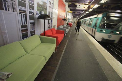 Paris metrosunda IKEA 7