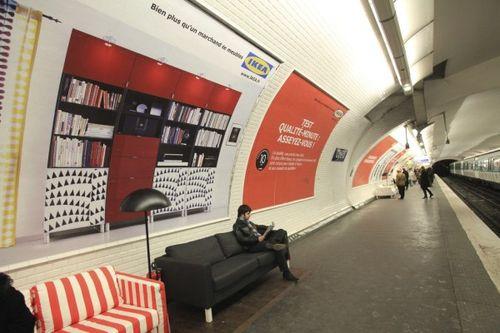 Paris metrosunda IKEA 9